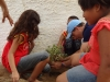 4-com-o-auxilio-da-equipe-do-pev-alunos-da-escola-crenildes-luiz-brandao-juazeiro-constroem-horta-na-escola-13-05-13