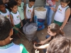 atividade-de-arborizacao-na-escola-prof-luiza-de-castro-ferreira-e-silva-bairro-jardim-sao-paulo-petrolina-pe-04-10-2013-4