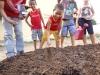 6-alunos-da-escola-crenildes-luiz-brandao-sao-mobilizados-pelo-pev-na-construcao-de-horta-escolar-29-05-13