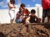 estudantes-preparam-canteiro-para-receber-semeadura-escola-crenildes-luiz-brandao-juazeiro-ba-03-06-2013