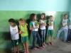 alunos-da-escola-21-de-setembro-petrolina-pe-exibem-orgulhosos-a-plantinha-que-estao-cultivando-18-10-2012