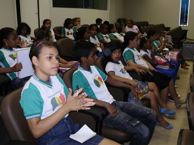 Alunos e professores participam de palestra no CemaFauna-UNIVASF -Escola Anesio Leao - Petrolina-PE (17-10-2012)