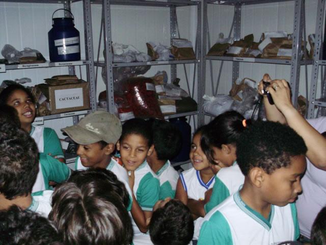 Alunos e professores visitam Camara Fria a -5ºC - CRAD-UNIVASF -Escola Anesio Leao - Petrolina-PE (17-10-2012)