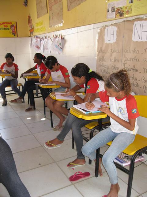 Estudantes participam de Oficina de Desenho com a tematica socioambiental - Escola Guiomar Lustosa - Juazeiro-BA (17-10-2012)