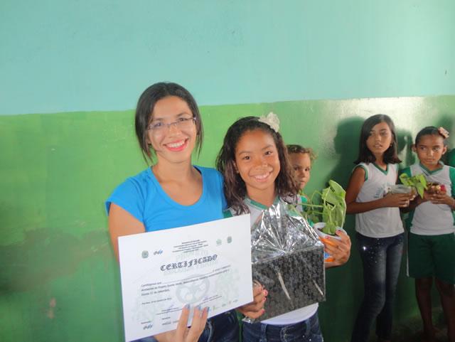 PEV entrega Certificado de Cuidadora do Meio Ambiente a aluna da Escola 21 de Setembro - Petrolina-PE (19-10-2012)