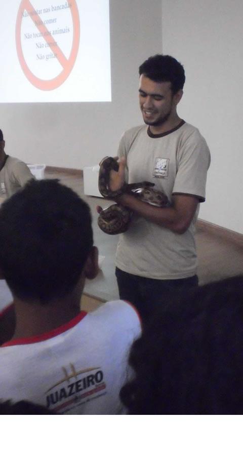 Palestra e contato com animais no CemaFauna-Univasf - Escola Iracema Pereira da Paixao - Juazeiro-BA (18-10-2012)
