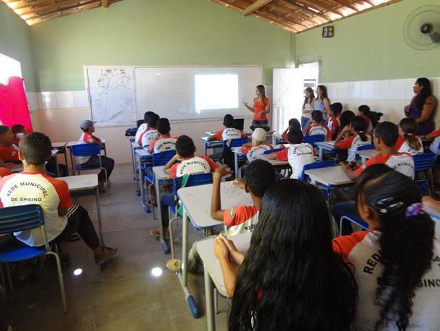 Palestra sobre reciclagem e Saude Ambiental - Escola Maria jose lima da Rocha  2- Juazeiro-BA (17-10-2012)