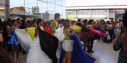 DesfiledeRoupasdeMateriaisReciclados-Aberturado1WorkshopdeEducacaoAmbiental-Resp.ProfaReginaLuciaAlvesdeSouza(07-12-2012)2