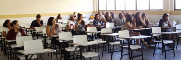 2. Estudantes das diversas áreas do conhecimento se reunem na 3ª CREAI para discutir e apresentar conhecimentos acerca da Educação Ambiental (09.06.13)