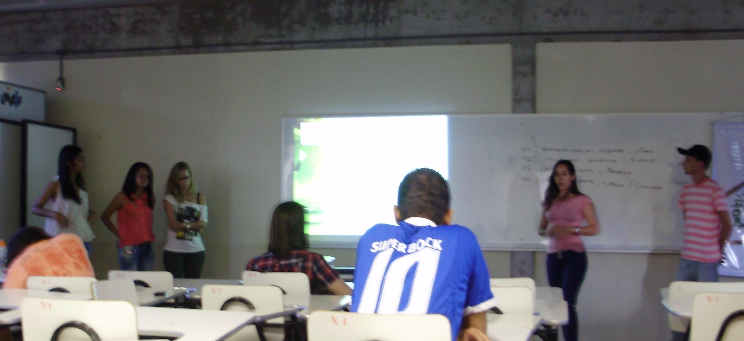 3. Estudantes apresentam informações sobre  a importância das ações inovadoras da Educação Ambiental nas escolas na 3ª CREAI (08.06.13)