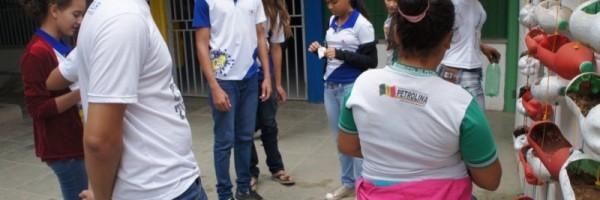 Atividade de horta vertical - Escola Nossa Senhora Rainha dos Anjos CAIC - Petrolina-PE - 22.06.15