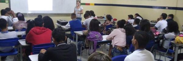 Atividade de arborização - Escola Pe. Luiz Cassiano - Petrolina-PE - 31.07.15